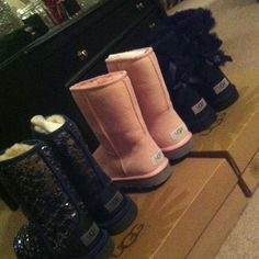 UGG discount site. Some less than $100 OMG! Holy cow, I'm gonna love this site!