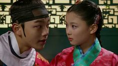 "Kim Yoo Jung Developed a Liking for ""The Moon that Embraces the Sun"" Co-star Yeo Jin Goo"