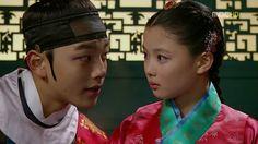 Kim Yoo Jung & Yeo Jin Goo in The Moon that Embraces the Sun