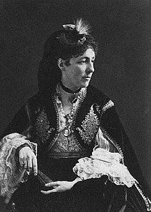 Elisabeth Franziska Maria of Austria was the second surviving child and eldest daughter of Archduke Joseph, Palatine of Hungary and his third wife, Maria Dorothea of Württemberg. Austria, Isabel I, Royal Photography, Archduke, Maria Teresa, Feather Headdress, Ludwig, Bolero Jacket, Nassau