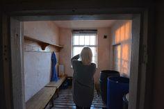 SATEENKAARIA JA SERPENTIINIÄ - saunan pukuhuone, penkki ja naulakko Windows, Window, Ramen