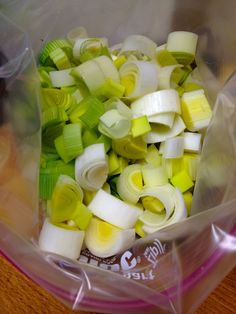 *Wash chop and freeze leeks. Sub anywhere onions go. This works well! I put them in a glass jar to save plastic Freezer Cooking, Cooking Tips, Cooking Recipes, Freezer Meals, Leek Recipes, Veggie Recipes, Freezing Vegetables, Veggies, Cocina Light