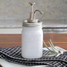 Un bocal distributeur de savon