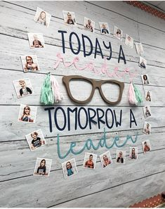 Alllllll the heart eyes for this amazing ship lap and perfect display of readers., EDUCATİON, Alllllll the heart eyes for this amazing ship lap and perfect display of readers ❤️ Need this in my room ASAP 😍 Classroom Bulletin Boards, Classroom Setting, Classroom Door, Classroom Setup, Classroom Design, Classroom Displays, Future Classroom, School Classroom, Classroom Organization