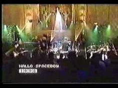 David Bowie - Hallo Spaceboy - YouTube