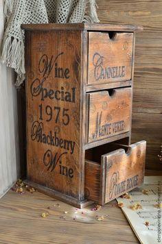 Купить «Особые 1975» Мини-комод для пряностей ... Country Furniture, Deco Furniture, Furniture Projects, Diy Projects, Vintage Wooden Crates, Wood Crates, Wood Boxes, Diy Organisation, Laundry Signs