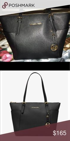 Michael Kors purse Basically brand new, just wasn't my style Michael Kors Bags Shoulder Bags