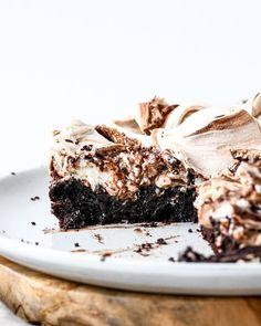 Chocolate Meringue, Meringue Cake, Chocolate Wafers, Melting Chocolate, Meringue Desserts, Healthy Desserts, Bake My Cake, Flourless Chocolate Cakes, Pastel