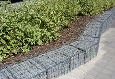 Gabion Retaining Wall, Backyard Retaining Walls, Small Backyard Landscaping, Landscaping Ideas, Garden Stepping Stones, Terrace Garden, Garden Plants, Traditional Landscape, Garden Fencing
