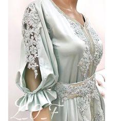 ✖️✖️SOLD OUT ✖️✖️SOLD OUT ✖️✖️ ✖️✖️SOLD OUT ✖️✖️SOLD OUT ✖️✖️ . . من أحدث تصاميمي #فستان ع شكل #ستايل #مغربي ، للكبار متوفر بمقاس ميديم جاهز للتسليم الفوري السعر 1300 درهم . #fashion #design #pearl #elegant #classy #off_withe #moroccan_caftan #dresses #style #classic #Princes #haute_couture #outfit #moda #chic #jalabyah #instafashion #dress #uae #pink #video