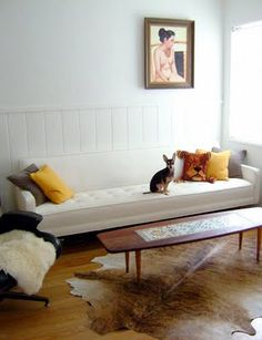love this couch + shag rug/throw