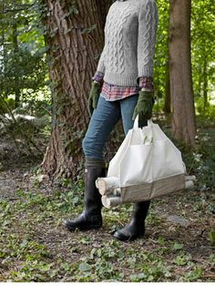 Amazing! Learn how to make a jaunty firewood carrier from a plain tote bag.