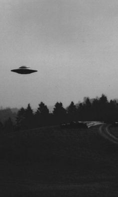 """Aliens do they exist essayscorer And even if there are, """"they might not care about our problems. As kids stumble out of the theater, they might ask, do aliens exist? Aliens And Ufos, Ancient Aliens, Alien Aesthetic, Black And White Photo Wall, Montage Photo, Alien Art, Black And White Aesthetic, Out Of This World, Phone Backgrounds"""