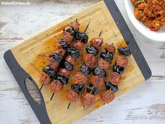 Chorizo-Spieße mit Backpflaumen und Kreuzkümmel. Würzig, scharf und süß, eine sehr leckere Kombination. #chorizo http://www.malteskitchen.de