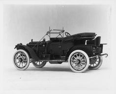 1911 Packard 30 Model UDS 4-cylinder, 18-horsepower, 108-inch wheelbase, 2/3-person runabout, fitted with fabric victoria top, & windshield,