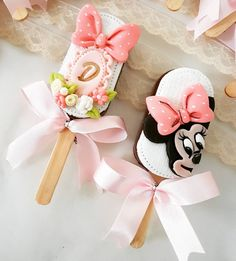 Minnie Mouse Birthday Cakes, Minnie Mouse Party, Confectionery Recipe, Magnum Paleta, Lolly Cake, Pop Sicle, Baby Shower Cakes For Boys, Mickey Mouse Christmas, Sweet Box