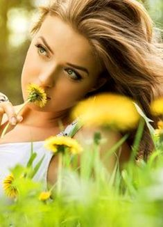 Want To Be Loved, Seasonal Flowers, Start The Day, Flower Fashion, Yellow Flowers, Love Her, In This Moment, Couple Photos, Lady