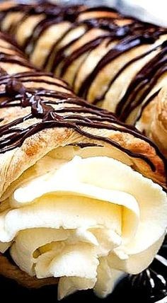 Dark Chocolate Cream Horns - puff pastry cornucopias filled with dark chocolate and Chantilly cream ❊ The perfect showpiece to any table - crisp, buttery pastry, fresh chantilly cream, and dark chocolate - what could be better? Birthday Desserts, Easy Desserts, Delicious Desserts, Dessert Recipes, Yummy Food, Gourmet Desserts, Puff Pastry Desserts, Puff Pastry Recipes, Choux Pastry