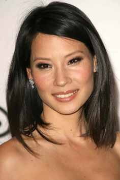 Lucy Liu's medium hairstyle is simple but chic. To steal her look, ask your styl… - All For Bob Hair Trending Best Bob Haircuts, Medium Bob Hairstyles, Classic Hairstyles, Cool Hairstyles, Lucy Liu, Medium Length Hair With Layers, Mid Length Hair, Asian Hair Medium Length, Hair Color Asian