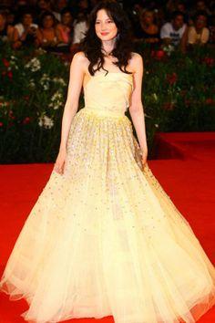 Andrea Riseborough usou no Festival de Cinema de Veneza 2011 um longo de Christian Dior, digno de uma princesa.
