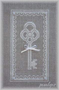 Key and nice pattern on linen from Penelopis' cross stitch freebies