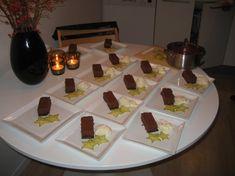 Gateau Marcel med vanilieis og hindbærcoulis