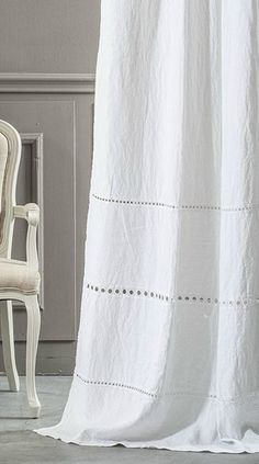 Amazing small furnished apartments - Home Fashion Trend Linen Curtains, Curtains With Blinds, Bedroom Curtains, Cortina Boho, Cortinas Shabby Chic, Curtain Store, White Bathroom Accessories, Colorful Apartment, Farmhouse Curtains