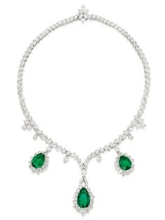 Google Image Result for http://www.jewellerynewsasia.com/files/jna/news/Mar-2012/Sothebys-Apr3-Emerald-necklace_cp.jpg