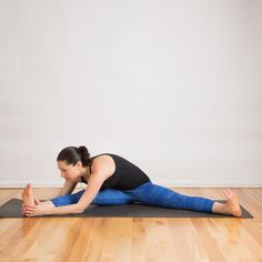 This Yoga Sequence Will Loosen Up Insanely Tight Hamstrings Best Weight Loss, Weight Loss Tips, Stretches For Tight Hamstrings, Straddle Stretch, Pilates Workout Routine, Flexibility Workout, Hip Workout, Standing Split, Side Lunges