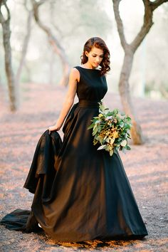Styled Engagement shoot featuring a stunning black gown in Dubai. Bouquet by BCME vendor Firenze Flora. Click to see the full feature...