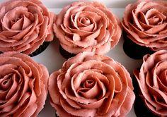 Dusky pink rose petal piped cupcakes