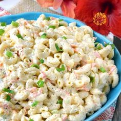 This Authentic Hawaiian Macaroni Salad is the creamiest pasta salad that you can make at home when you're craving a bit of tangy yet sweet Hawaiian food. Authentic Hawaiian Macaroni Salad Recipe (With Video! Restaurant Diner, Unique Pasta Salad, Hawaiian Dishes, Hawaiian Luau, Hawaiian Recipes, Hawaiian Appetizers, Hawaiian Plate Lunch, Hawaiian Salad, Hawaiian Macaroni Salad