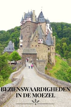 De mooiste bezienswaardigheden in de Moezel in Duitsland. Op de foto Burg Eltz Holidays Germany, Travel Pictures, The Good Place, Travel Inspiration, Beautiful Places, Travel Photography, Road Trip, Places To Visit, Castle