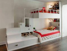 Em quartos de criança, busque opções de móveis planejados que otimizem espaços, utilizando nichos e prateleiras que se integrem às camas, deixando mais espaço livre para brinquedos e para a circulação dos pequenos.