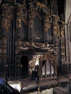 organ in Morella by Marlis1, via Flickr
