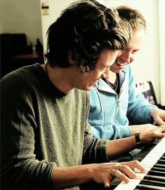 Find images and videos about gif, one direction and Harry Styles on We Heart It - the app to get lost in what you love. Harry Styles Mode, Harry Styles Imagines, Harry Edward Styles, One Direction Harry, Midnight Memories, Love Of My Life, My Love, Bae, Actor