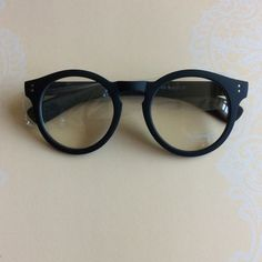 NWOT round reader glasses with round detail Brand new Accessories Sunglasses