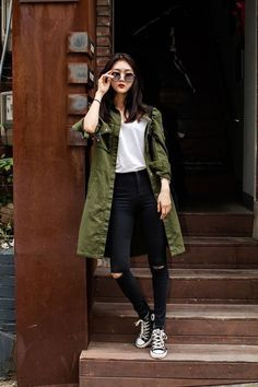 Moda coreana: 20 Looks coreanos para se inspirar e copiar Japan Fashion Casual, Japan Winter Fashion, Korean Fashion Winter, Korean Fashion Casual, Seoul Fashion, Korean Fashion Trends, Korean Street Fashion, Ulzzang Fashion, Korea Fashion