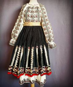 Folk Embroidery, Traditional Dresses, Vintage Dresses, Bell Sleeve Top, Costumes, Instagram Posts, How To Wear, Clothes, Color