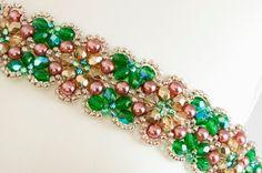 He encontrado este interesante anuncio de Etsy en https://www.etsy.com/es/listing/130070080/flower-seed-bead-bracelet-in-rose-pearl
