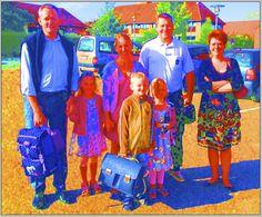 Emilie fra 0B, Lea og Morgan og deres familier - med STORE smil 1 skoledag 2012