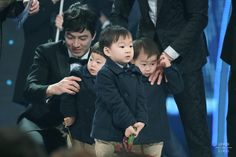 KBS 연예대상 수상하는 삼둥이~~ㅋㅋ, 대한이 무대 체질인가봐~~
