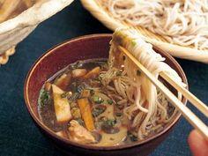 よろずそばレシピ 講師は堀江 ひろ子さん|冷たいめんの年越しそばはいかが。冷蔵庫の残り野菜や余り物を使いきって、すっきりと新年を迎えましょう。