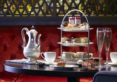 A London Tourist Guide. You Don't Need A Travel Agent To Pick A Great London Hotel. A great hotel turns your vacation into a fantasy. Family Hotels London, London Hotels, The Wolseley, English Afternoon Tea, Dating In London, Hotel Safe, Recipe Of The Day, High Tea, Tea Time