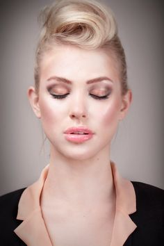 Shoot voor de nieuwe herfst kleuren van ALCINA op Zangeres en model  Fabienne Bergmans Fotograaf Ramon Heinhuis Make-up/Hair Pietertje Schmitt