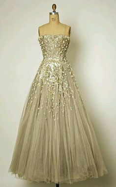 Gorgeous dress. Alternative to traditional white gown