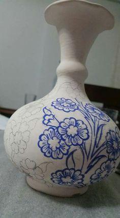Blue Pottery, Pottery Vase, Pottery Ideas, Diy Art, Terracotta, Pots, Planters, Tea, Crafts