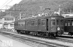 クモハ 40071  青梅線のクモハ40達は、最後まで原型を大きく崩すような醜い改造をされず、よく手入れされた綺麗な姿で使われていた。73系から外され、1輌で佇むクモハ40071。 '77.10.10 青梅