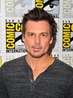 Len Wiseman at an event for Lucifer March 4, Picture Photo, Lens, Comics, People, Mens Tops, Pictures, Comic Con, Photos