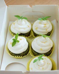 Tassenkuchen - Bäckerei: Mohn-Cupcakes mit Zitronen-Frosting